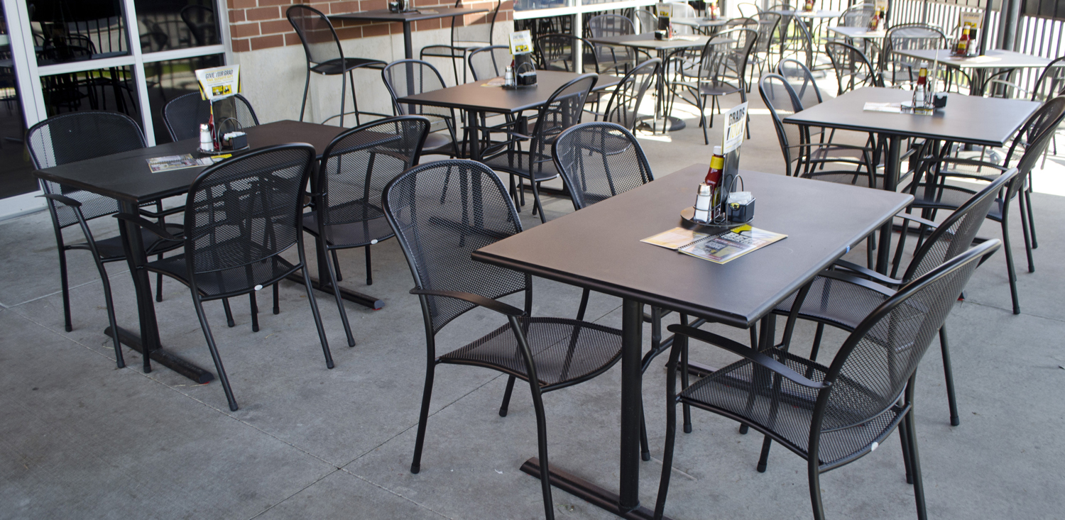 Commercial outdoor dining furniture outdoor restaurant for Restaurants with outdoor seating